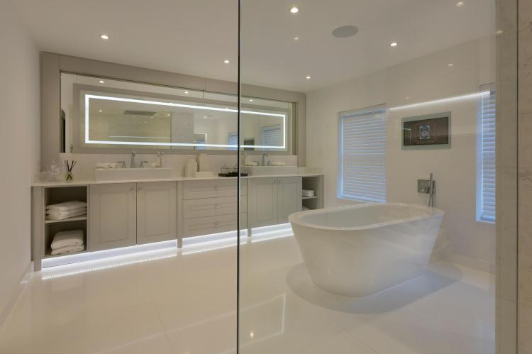 spectacular-redvelopment-project-in-cobham-03